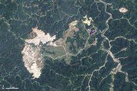 Hobet Mountaintop mine West Virginia 2009-06-02.jpg