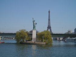 Paris-eiffel-liberty.JPG