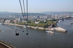 Koblenz im Buga-Jahr 2011 - Rheinseilbahn 02.jpg
